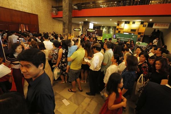Phe vé hét giá cao gấp đôi tại liveshow 6 tỷ đồng của Quang Lê