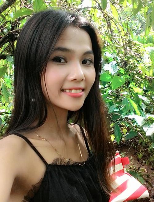 Em gái nhỏ nhắn, nữ tính của Hoa hậu Hoàn vũ HHen Niê - 1