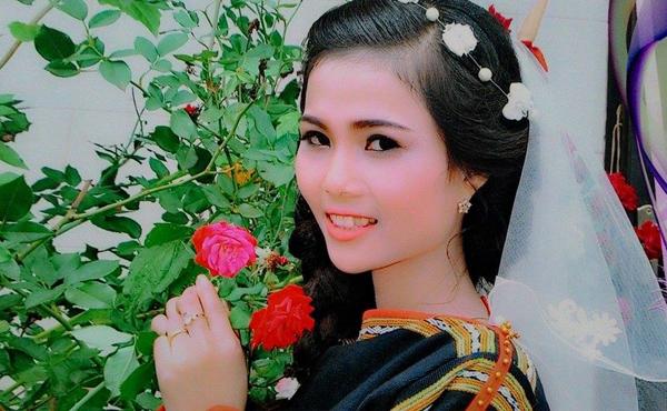 Em gái nhỏ nhắn, nữ tính của Hoa hậu Hoàn vũ HHen Niê - 4