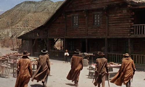 Cảnh khiến người xem thấy khó chịu trong phim viễn Tây kinh điển - 1