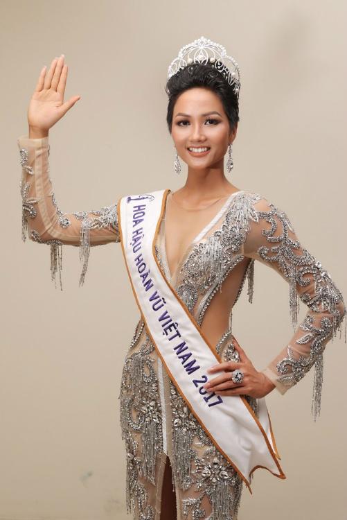 Những điểm trùng hợp giữa 2 Hoa hậu Phạm Hương - HHen Niê - 1