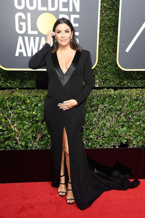 Eva Longoria bế bụng bầu lên thảm đỏ.