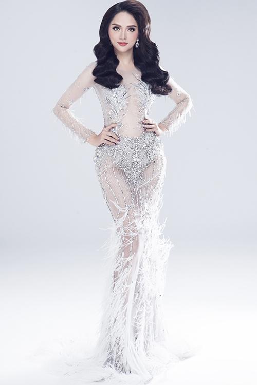 Vẻ sexy của Hương Giang khi tham dự Hoa hậu chuyển giới