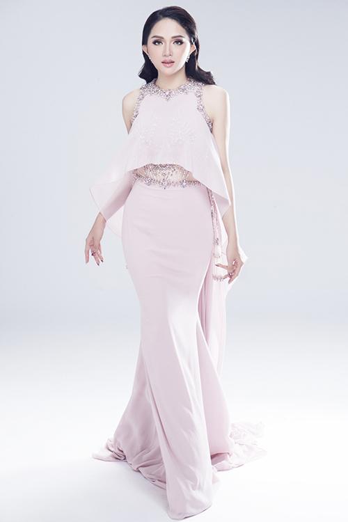 Vẻ sexy của Hương Giang khi tham dự Hoa hậu chuyển giới - 7