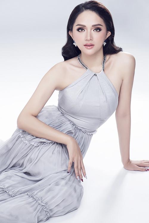 Vẻ sexy của Hương Giang khi tham dự Hoa hậu chuyển giới - 9