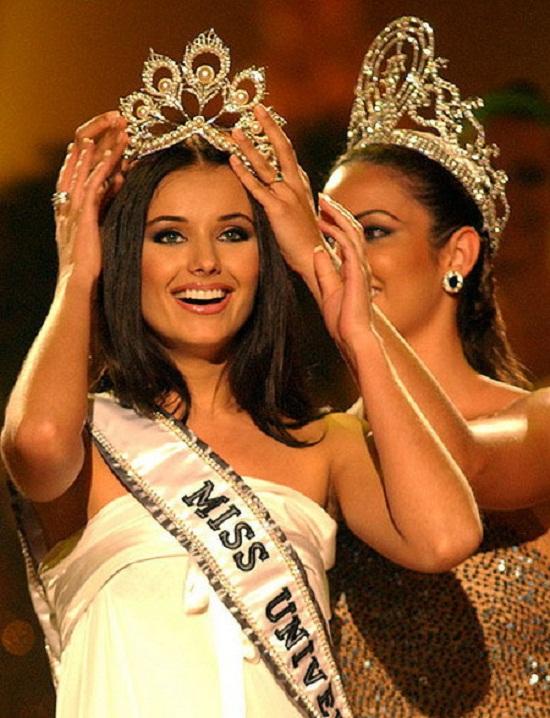 Điều gì làm cho các Hoa hậu Hoàn vũ thêm phần nổi tiếng?