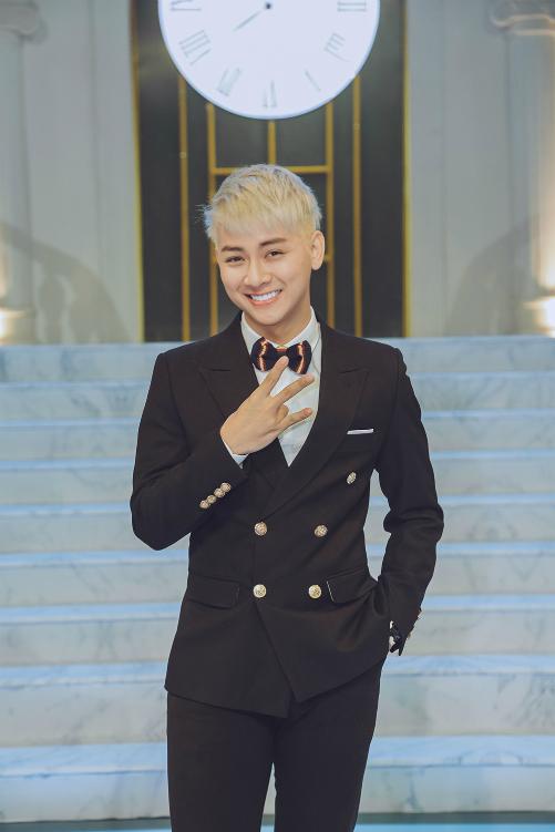 Hoài Lâm là nghệ sĩ trẻ nhất xuất hiện tại chương trình.