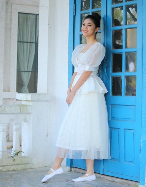 Á hậu Thanh Tú cũng có niềm đam mê với ballet và vở diễn này.