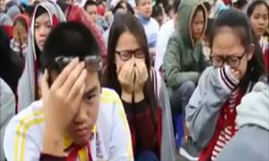 Bài giảng sâu sắc khiến hàng trăm học sinh khóc nức nở