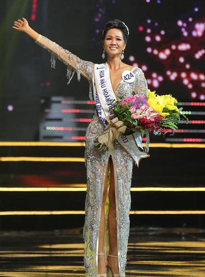 Hoa hậu HHen Niê thích xe phân khối, bún mắm