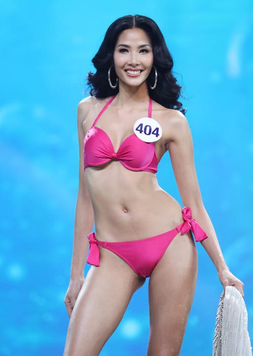 Ít ai biết Hoàng Thùy ngã sấp mặt ở chung kết Hoa hậu Hoàn vũ