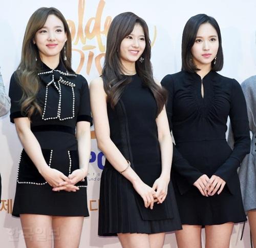 3 visual hàng đầu Na Yeon, Sana, Mina cùng đọ sắc trong một bức ảnh.
