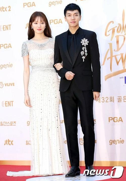 Lee Sung Kyung sánh đôi cùng Lee Seung Gi. Người hâm mộ hi vọng họ có cơ hội hợp tác trên phim.
