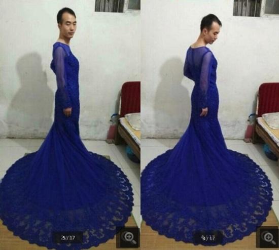 Chàng trai mặc váy làm mẫu quảng cáo để hút khách  - 1