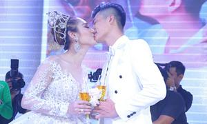 Lâm Khánh Chi liên tục được chồng ôm hôn trong đám cưới cổ tích