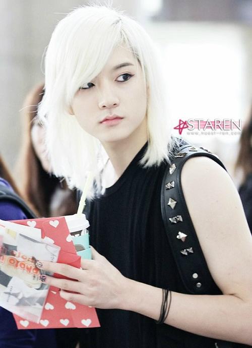 Ren gây ấn tượng và thu hút cư dân mạng bởi vẻ đẹp phi giới tính.