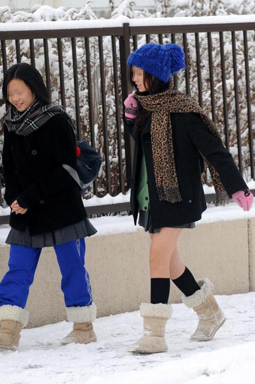 Giữa mùa đông, nữ sinh Nhật Bản vẫn kiên cường mặc váy ngắn đến trường - 4
