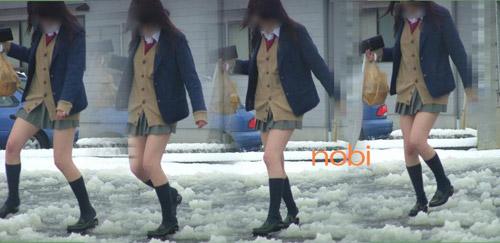 Giữa mùa đông, nữ sinh Nhật Bản vẫn kiên cường mặc váy ngắn đến trường - 6