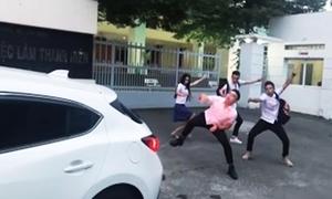 Hot teen Việt thích thú với trào lưu 'vũ điệu lùi xe'
