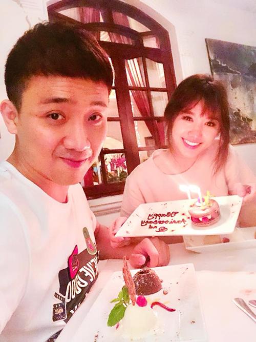 Trấn Thành - Hari Won ngọt ngào kỷ niệm 2 năm yêu nhau.