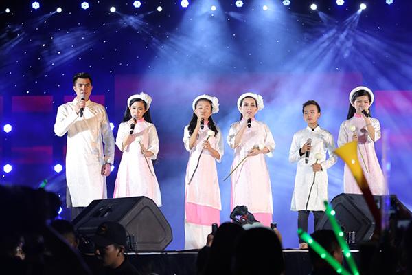 Hồ Văn Cường gây xúc động khi hoà giọng cùng mẹ nuôi Phi Nhung - 3
