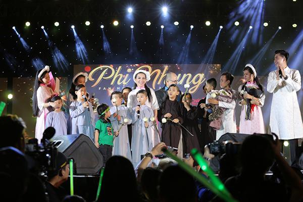 Hồ Văn Cường gây xúc động khi hoà giọng cùng mẹ nuôi Phi Nhung