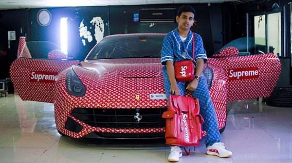 Rashed Saif Belhasa bên cạnh chiếc siêu xe Ferrari F12 Berlinetta trị giá 200.000 bảng Anh phủ đầy logo Supreme x Louis Vuitton.