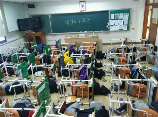 11 màn chơi khăm chẳng giống ai của học sinh Hàn - 2