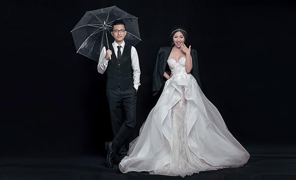 Em gái Trấn Thành lên xe hoa cùng bạn trai người Hong Kong - 2