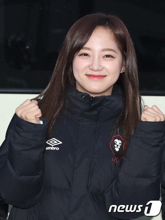 Se Jeong cười rạng rỡ.