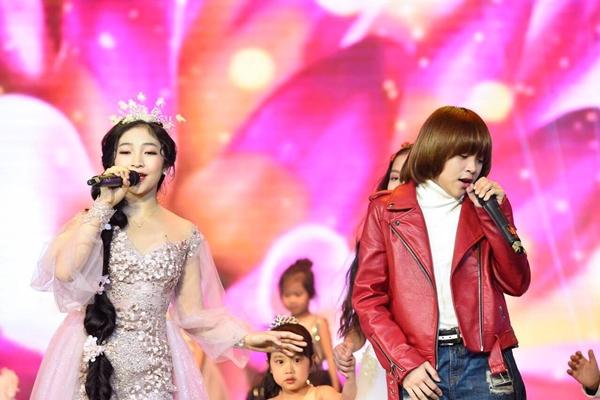 Thiên Khôi điển trai bên công chúa tóc mây Hồng Minh - 1