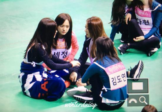 Dàn idol nữ thể hiện tình bạn ngọt ngào trong show thể thao ISAC - 6