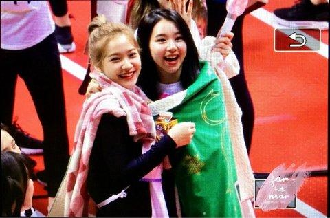 Dàn idol nữ thể hiện tình bạn ngọt ngào trong show thể thao ISAC - 1