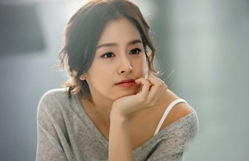 Kim Tae Hee luôn là cái tên được các thương hiệu mỹ phẩm ưa chuộng mời làm đại diện.