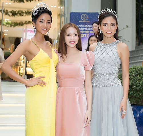 Buổi trò chuyện giữa 3 người đẹp HHen Niê, Mâu Thuỷ và Hoa hậu Hải Dương.
