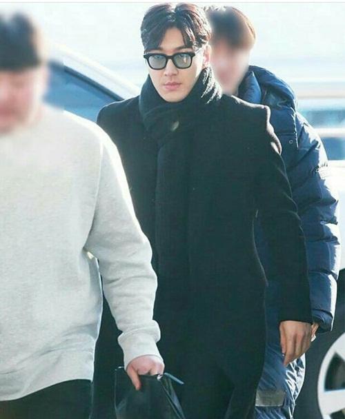 Tae Yeon khoe style đẳng cấp, Seol Hyun như đi catwalk ở sân bay - 4