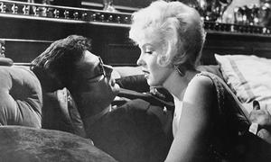 Cảnh hôn với mỹ nhân nóng bỏng Marilyn Monroe khiến nam diễn viên bực tức