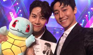 Rocker Nguyễn tặng quà 'độc' cho Jackson (GOT7) ngày hội ngộ