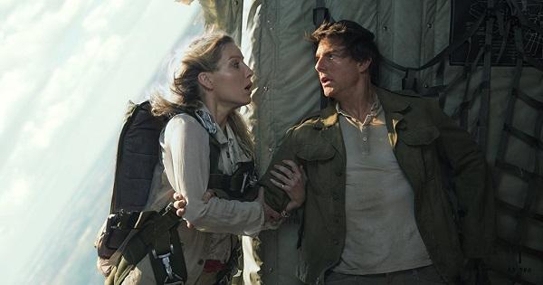 Tom Cruise chấp nhận khổ sở để tự mình đóng cảnh máy bay rơi trong The Mummy (2017).