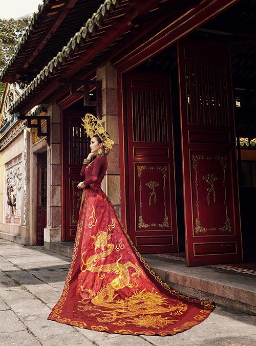 Trang phục dân tộc của Tường Linh tại Hoa hậu Liên lục địa