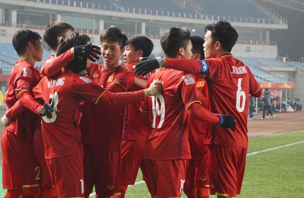 Fan vỡ oà khi U23 lập nên lịch sử vào bán kết giải đấu châu Á
