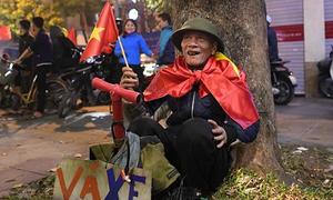 Những hình ảnh đẹp khó quên của CĐV Việt Nam sau chiến thắng lịch sử