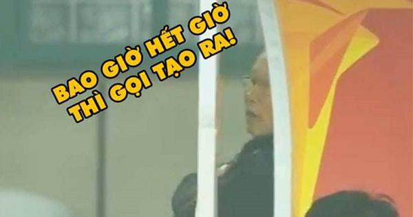 Sự căng thẳng của HLV Park Hang Seo trong những giây phút kịch tích khi Việt Nam thi đấu.