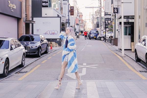 Thiều Bảo Trâm khoe style cool girl sành điệu - 2
