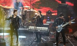 Ban nhạc cover 'Chờ người nơi ấy' khiến Phương Uyên hú hét không ngừng