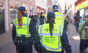 'Cảnh sát thời trang' săn tìm người nghèo đua đòi hàng hiệu
