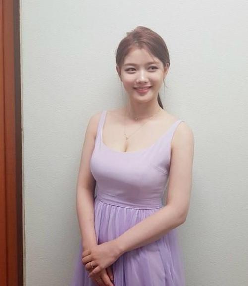 Kim Yoo Jung tuổi 20: Nhan sắc nữ thần, khí chất giống Hyun Ah - 9
