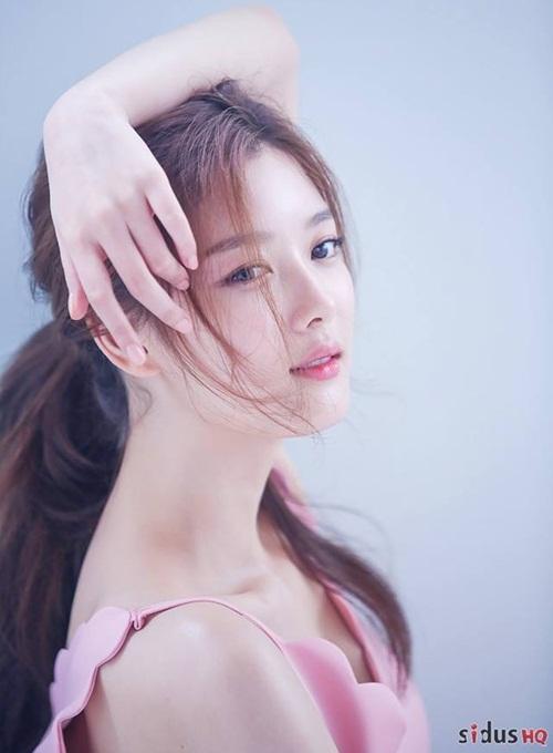 Kim Yoo Jung tuổi 20: Nhan sắc nữ thần, khí chất giống Hyun Ah - 1