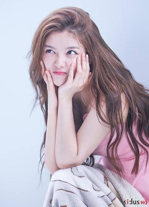 Kim Yoo Jung tuổi 20: Nhan sắc nữ thần, khí chất giống Hyun Ah - 3
