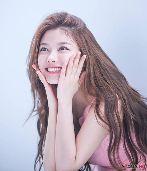 Kim Yoo Jung tuổi 20: Nhan sắc nữ thần, khí chất giống Hyun Ah - 4